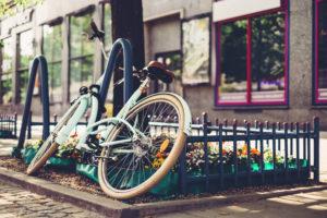 旅のお供で休憩中の自転車